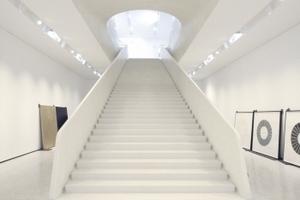 Showtreppe! Eine Beton(Terrazo)Skulptur mit Raumschiffqualitäten