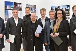 Die Jury bei der Bewertung der eingereichten Arbeiten in der Universität der Künste in Berlin