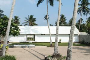 """""""House LS in Madampe, Sri Lanka"""" von M&DB Architecten, Den Haag, Niederlande..."""