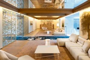 """Sinnlichkeit und diskreter Luxus bestimmen das Designkonzept in der Lobby und in den Restaurants, wie im ganz in Weiß gestalteten """"Blanc""""<br />"""