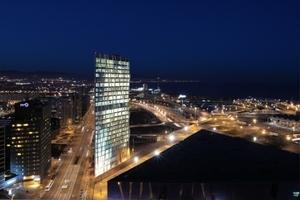 In der Kategorie Commercial Building des Jahres gewann ESTUDI MASSIP-BOSCH ARQUITECTES mit ihrem Diagonal ZeroZero Telefonica Tower, Barcelona, Spanien