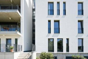 """<div class=""""5.6 Bildunterschrift"""">Die flexiblen Grundrisse der 25 Wohneinheiten von 50 bis 150m² erlauben eine Anpassung des Wohnraums an veränderte Lebensbedingungen. Jede Wohnung verfügt über eine Loggia, einen Balkon oder eine Terrasse mit Blick auf die Spree. Bodentiefe Fenster lassen viel Licht ins Haus</div><div class=""""5.6 Bildunterschrift""""> </div>"""