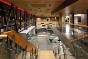Zentrale Bestandteile der Sanierung waren das Foyer, der Kleine Saal, das Restaurant und die Konferenzräume. Alt und Neu sollten so verbunden werden, dass eine architektonische Einheit entsteht<br />