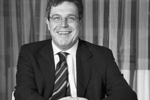 """<div class=""""fliesstext_vita""""><strong>Mike Byrne</strong></div><div class=""""fliesstext_vita""""></div><div class=""""fliesstext_vita"""">ist Direktor bei Arup, London/GB mit über 30 Jahren Berufserfahrung, die er durch eine Vielzahl von Projekten in London/GB sowie weltweit gewann. Er ist in allen Bereichen der Planung versiert und hat ein tiefes Verständnis für interdisziplinäre Arbeit und dies auch auf internationaler Ebene. Herausragende Erfahrung besitzt er im Planen und Umsetzen von Stadien</div>"""