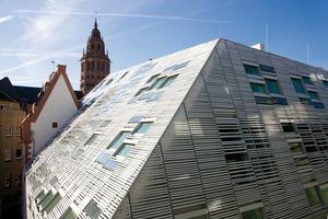 Der Stararchitekten Massimiliano Fuksas&nbsp;hat bewusst&nbsp;mit der&nbsp;Spannung zwischen historisierender Marktfassade und modernen Neubau&nbsp; gearbeitet<br />