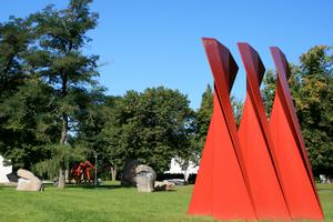 Die Nord Art ist die größte Kunst- und Skulpturenausstellung in Nordeuropa. 245 Künstler aus 55 Ländern präsentieren vom 12. Juni bis zum 3. Oktober 2010 Malerei, Grafik, Fotografie, Video, Bildhauerei, Objekte und Installationen. Die Ausstellung findet auf dem Gelände der Büdelsdorfer Carlshütte statt