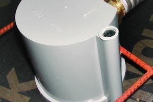 links: Die innen aus stabilen und korrosionsbeständigem Messing gefertigte Thermische Steckdose ermöglicht eine regelbare und effiziente Spitzenlastkompensation<br />