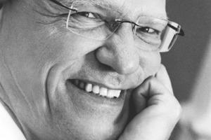 """<div class=""""autor_linie""""></div><div class=""""dachzeile"""">Autor</div><div class=""""autor_linie""""></div><div class=""""fliesstext_vita""""><span class=""""ueberschrift_hervorgehoben"""">Thomas Gaisbauer </span>arbeitete nach einem Ingenieurstudium für Maschinenbau als Entwicklungsingenieur für neue Wärmedämmungen im energieerzeugenden Anlagenbau. Seit 1979 ist er bei Saint-Gobain Isover G+H AG tätig. </div><div class=""""fliesstext_vita"""">Als Produktmanager verantwortete er die Produkte für die Dämmstoffanwendungen im Innenausbau und an der Außenwand. Seit 1998 ist er für die Fachausbildung in der Isover Akademie zuständig, in Form von Vorträgen und Seminaren über Wärme-, Feuchte-, Schall- und Brandschutz sowie über die Anwendungen im Hochbau. </div><div class=""""autor_linie""""></div><div class=""""fliesstext_vita"""">Informationen unter: www.isover.de</div>"""