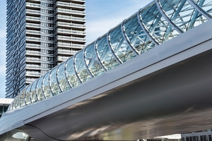 Kopfbahnhof, ca. 10 m über Straßenniveau