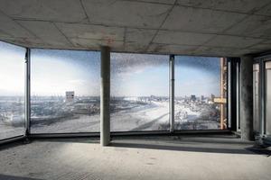 """<div class=""""15.6 Bildunterschrift"""">Luxusappartements ab 22000 €/m², aber Topausblick</div>"""