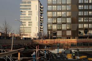Ostansicht. Rechts die Mercedes Benz Vertriebszentrale, Berlin (Arch.: Gewers & Pudewill)