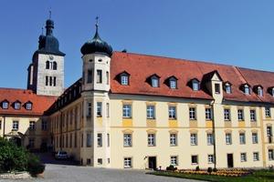 Bei der Dachsanierung der barocken Klosteranlage der Benediktinerabtei im bayerischen Plankstetten wurden die Sparren und die Kehlbalkenebene mit jeweils 20 bzw. 30cm Holzfaserdämmstoffen gedämmt