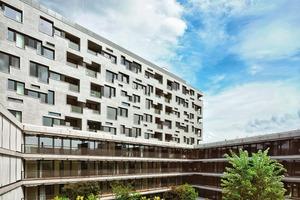 """Die Fassaden im Innenhof bilden einen beruhigenden Kontrast zu den """"öffentlichen"""" Fassaden"""