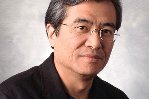 """<div class=""""fliesstext_vita""""><strong>Ken Sakamura</strong><br />wurde 1951 in Tokyo geboren.</div><div class=""""fliesstext_vita"""">1979 erlangte er den Ph.D. Grad in Elektrotechnik von der Keio Universität, sein Forschungsschwerpunkt ist Computer-Architektur.</div><div class=""""fliesstext_vita"""">Seit 1984 ist er Leiter des TRON-Projekts, einem offenen Computer System Architektur, das in Zukunft universell eingesetzt werden kann.</div><div class=""""fliesstext_vita"""">Neben Computersystemen ist Ken Sakamura eingebunden in die Gestaltung von elektronischen Anwendungen, Möbeln, Häusern, Gebäuden, Landschaften und Museen, in denen Computernetzwerke eingebettet sind.</div>"""