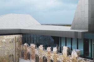 Moderne Fensterelemente schützen historische Öffnungen