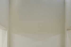 Diffuses Tageslicht im extra hohen Ausstellungsraum im UG