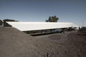 Das längsverschiebliche Brückenteil aus Stahl