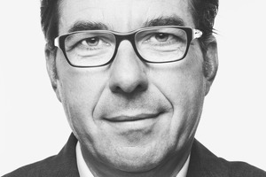 """<div class=""""fliesstext_vita""""><strong>Volker Weuthen</strong><br /></div><div class=""""fliesstext_vita"""">Dipl.-Ing. Architekt, wurde 1957 in Mönchengladbach geboren und studierte an der RWTH Aachen Architektur und Städtebau. Seine Diplomarbeit wurde 1985 mit dem Springorum-Preis der RWTH Aachen ausgezeichnet. Bis 1992 war er in den Büros HPP und JSK tätig und führte mit Jürgen Bahl eine Architektenpartnerschaft in Hagen. 1992 kam er zum HPP-Büro in Düsseldorf, zunächst als Projektleiter, seit 2000 als Projektpartner. Seit 2007 ist Volker Weuthen Gesellschafter der HPP Hentrich-Petschnigg &amp; Partner GmbH + Co. KG.</div>"""