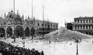 Einsturz des Campanile von San Marco in Venedig,  1902