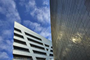 Hier scheint alles zu stürzen: Libeskinds Neubau