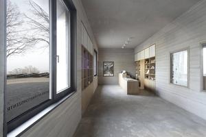 Das Besucherzentrum mit Prospektauslage und  Theke für Informationen und Eintrittskarten