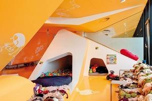 Der Kid´s Club ist eine Fortentwicklung des bestehenden KU 64-Designs der Zahnarztpraxis für Erwachsene, die sich im 6. Obergeschoss befindet