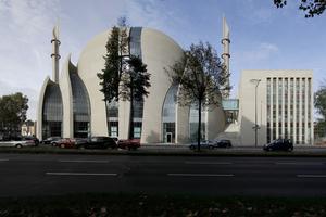 Sieht ganz schön fertig aus: die Kölner Zentralmoschee am Inneren Ring
