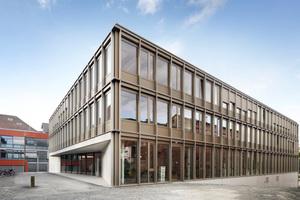 Reduzierte, formschöne Architektur mit einfachen Materialien auf dem Campus der Universität Kassel realisiert