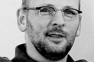 """<div class=""""autor_linie""""></div><div class=""""dachzeile"""">Autor</div><div class=""""autor_linie""""></div><div class=""""fliesstext_vita""""><span class=""""ueberschrift_hervorgehoben"""">Ludger Egen-Gödde</span> ist gelernter Journalist mit langjähriger Erfahrung als Redakteur bei technischen Fachzeitschriften. Seit 1994 betreibt er ein Pressebüro in Kaufering<br />(Bayern) mit dem Schwerpunkt Bau.</div><div class=""""fliesstext_vita"""">Sein Tätigkeitsspektrum reicht von Autorenbeiträgen für Architekten-, Fachhandels- und Ver-</div><div class=""""fliesstext_vita"""">arbeiterzeitschriften bis hin zu Auftragsarbeiten für Industrieunternehmen und Verbände aus der Bau- und Bauzulieferindustrie. Das Pressebüro Egen-Gödde ist Mitglied im Marketing-Netzwerk <a href=""""http://www.netmark5.de"""" target=""""_blank"""">www.netmark5.de</a></div><div class=""""autor_linie""""></div><div class=""""fliesstext_vita"""">Informationen: <a href=""""http://www.wicona.de"""" target=""""_blank"""">www.wicona.de</a></div>"""