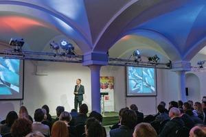 """<span class=""""ZZ_Rubrik Thema"""">Dipl.-Ing. Jochen Klein, Büroleiter Studio Libeskind, Zürich, faszinierte mit seinem Vortrag über vielgestaltige und spannende Projekte, die mit Fliesen in der Fassade arbeiten</span>"""
