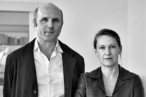 """<div class=""""fliesstext_vita""""><strong>Berger+Parkkinen Architekten, Wien/AT</strong></div> <div class=""""fliesstext_vita"""">v.l.: Alfred Berger ,Tiina Parkkinen</div> <div class=""""fliesstext_vita"""">Das international tätige Architekturbüro Berger+Parkkinen Architekten wurde 1995 von Alfred Berger und Tiina Parkkinen mit Niederlassungen in Wien und Helsinki gegründet. Das Leistungsspektrum des Büros umfasst Städtebau und öffentliche Bauten mit Schwerpunkt auf Bildung, Kultur und Sport sowie Wohn- und Geschäftsbauten. </div>"""