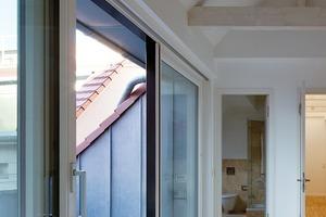 Die eingeschnittenen Dachflächen mit durchlaufender Traufkante sind ein Kompromiss zwischen Architekten und Denkmalamt