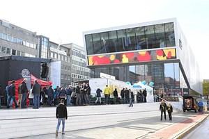 Vor dem Museum ist im Museum: Ballspielplatz für alle