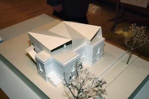 """Gewinnerin: Susanne Hügel, TU Stuttgart (Prof. Thomas Jocher) schafft mit dem geneigten Dach """"spannungsvolle Raumsituationen"""" (Jury)<br />"""