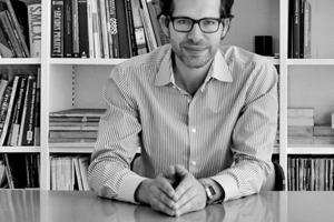 """<div class=""""fliesstext_vita""""><strong>Markus Schietsch</strong></div><div class=""""fliesstext_vita"""">Architekt ETH SIA</div><div class=""""fliesstext_vita""""><br />Nach Abschluss des Architekturstudiums<br />an der ETH Zürich und der Mitarbeit<br />in verschiedenen Büros in New York,<br />Wien und Zürich gründete Markus<br />Schietsch 2005 das Büro Markus<br />Schietsch Architekten GmbH in Zürich/CH.<br />Markus Schietsch hält regelmäßig Vorträge,unterrichtet als Gastprofessor und gibtKritiken an diversen Hochschulen.<br />Er lebt und arbeitet in Zürich/CH</div>"""