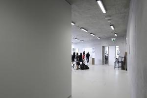 Wenn sich die langen Flure weiten entstehen Räume vor den Räumen. Hier eine Arbeitspräsentation<br />