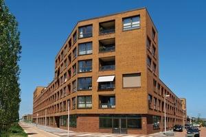 """Das Gesicht der Gebäude prägt Hagemeister Klinker der Sortierung """"Gent"""" BU+FU in natürlich-warmen Braunnuancen, die vom dunklen Sandton bis zum rötlichen Bronzebraun mit schwarzen Kohlebrandpassagen changieren."""