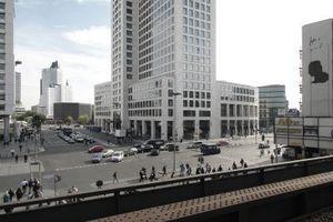 """""""Zoofenster"""" vom Bahnsteig Bahnhof Zoo"""