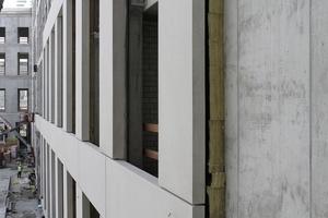 Betonelemente verkleiden die Innenseite des Schlüterhofs