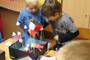 Kinderwelt Rakete mit Vulkanbasis