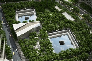 "Blick vom ""1 WTC"" hinab auf das Memorial mit Pavillon; Calatrava am linken Rand<br />"