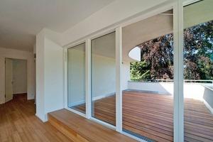 Zu jeder Wohnung gehört eine großzügige Freifläche – ein Garten oder eine Dachterrasse