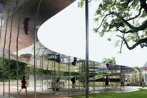 """Wabernde Wolke aus spiegelndem Aluminium: der diesjährige """"Serpentine Gallery Pavilion"""", London<br />"""