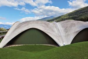 Abb. 1: Tennishalle als Betonschalenkonstruktion in Sion/Schweiz. Entwurf und Tragwerk: Heinz Isler, 1983
