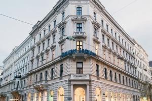 Ludwig Tischler entwarf und baute 1872 das im Neo-Renaissance-Stil gestaltete Gebäude, in dem nun das AMICIS ein Modeladen mit feinen Modelabels zu Hause ist