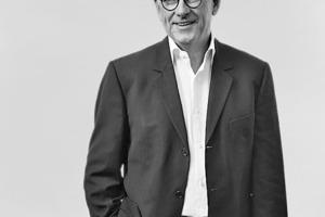 """<div class=""""fliesstext_vita""""><strong>Jürgen Engel</strong><br />Studium an der TU Braunschweig, ETH Zürich/CH, RWTH Aachen und MIT, Cambridge/US<br />1982-1986 Mitarbeit im Büro Schneider-Wesseling Architekten, Köln<br />1986-1989 Büroleitung bei O. M. Ungers, Frankfurt a. M. ab 1990 Geschäftsführender Gesellschafter KSP Architekten, Frankfurt a. M. ab 1998 gemeinsames Büro mit Michael Zimmermann<br />seit 2009 alleiniger geschäftsführender Gesellschafter KSP Jürgen Engel Architekten, Frankfurt a. M.</div>"""