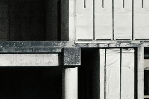 Tragen und lasten? Säulenordnung oder Beton<br />C 50/60? Manchmal wüsste man gerne etwas mehr<br />