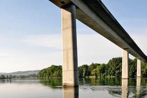 Rheinbrücke Hemishofen, Spannbetonhohlkastenbrücke, Stützweite 75 m, Gesamtlänge 345 m