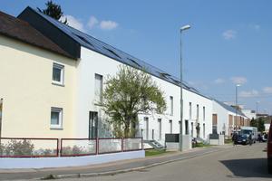 Die beiden EffizienzhausPlus im Altbau in der Pfuhler Straße (vorne Sobek, hinten o5 architekten)