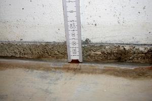 Bild 7: Anschlussfuge zwischen Bodenplatte und Fertigteil-Elementwand<br />